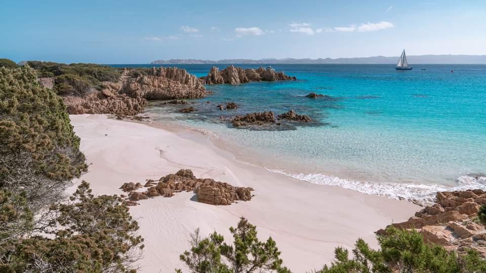 Cala di Roto, caletta secondaria (Spiaggia Rosa, Budelli).jpeg