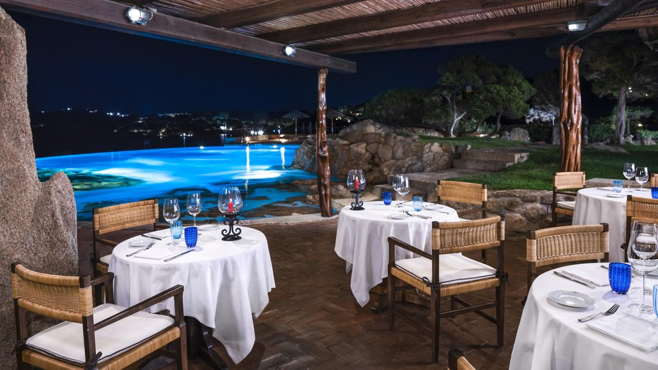 LUX_OLBPL_Pitrizza_Restaurant (3.jpg